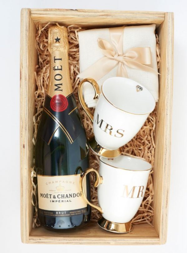 happy couple gift box hamper inclusions