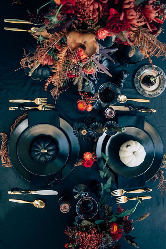 halloween wedding table setting