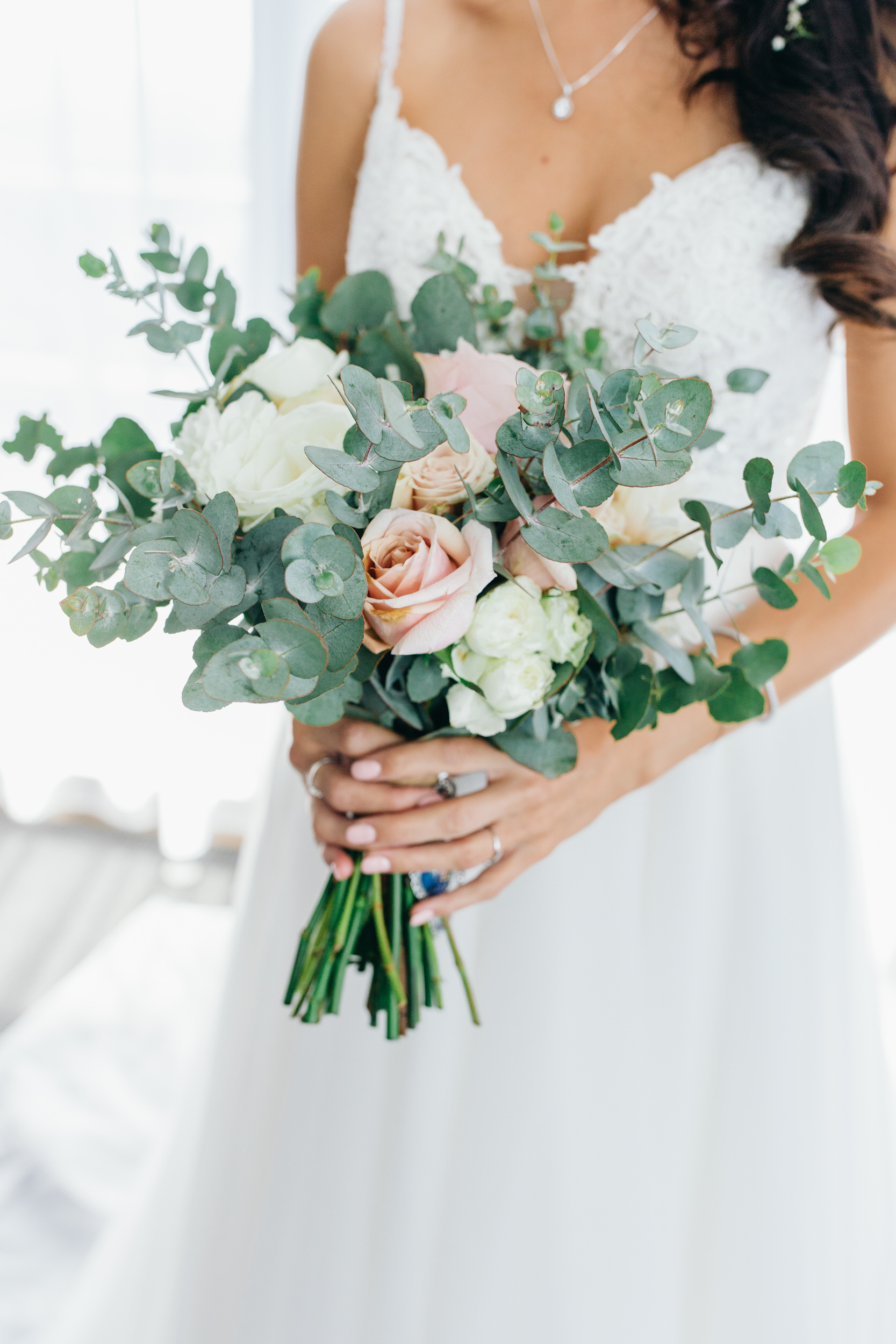 Courtney bouquet bumble and bloom wedding inspiration