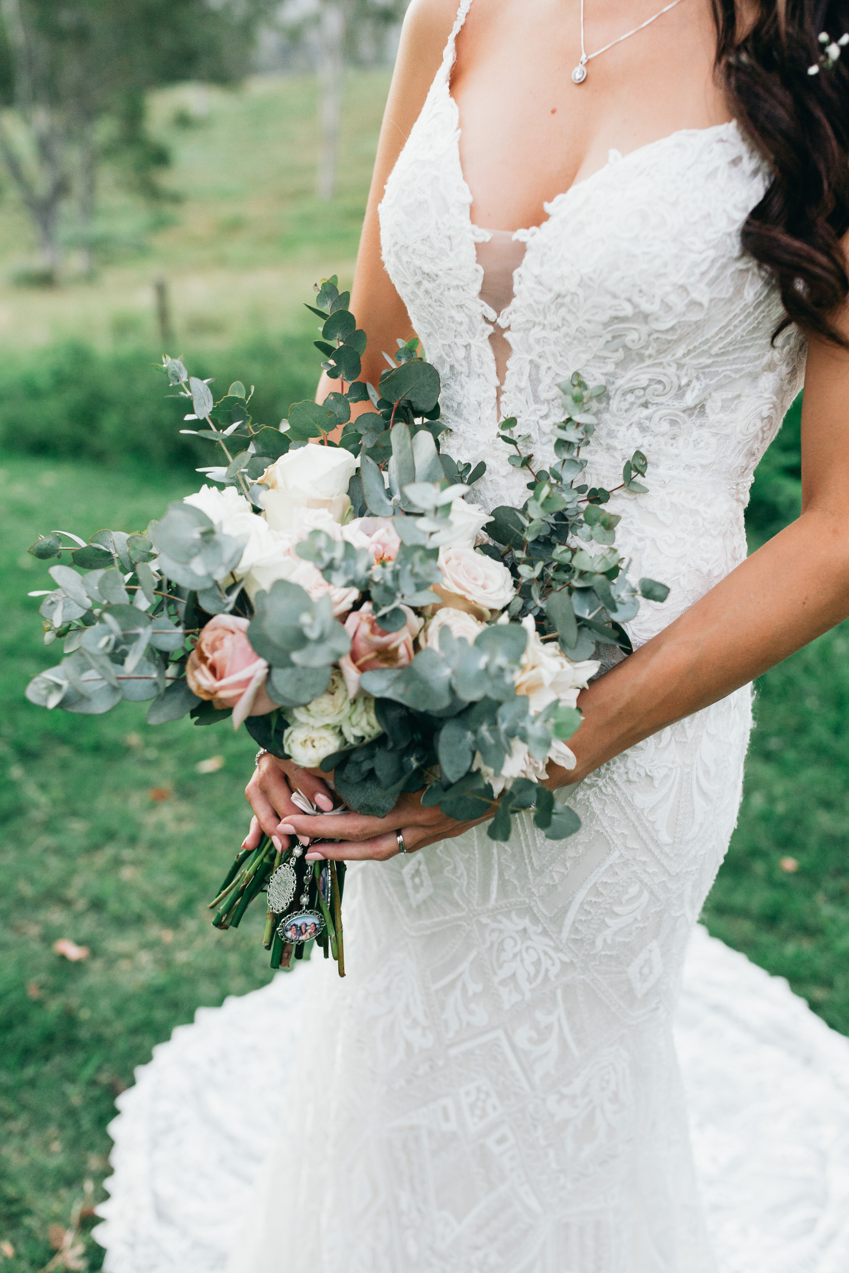 wedding bouquet florals inspiration bumble and bloom