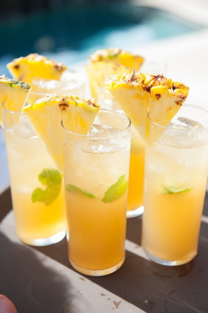 refreshing cocktail or mocktail wedding